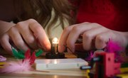 How to Make a Light Bulb Work With a Battery