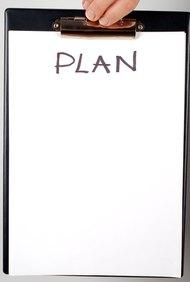 Escribe un plan de desarrollo para los empleados para alcanzar los objetivos.
