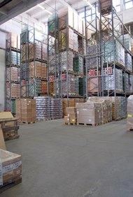 El sistema de manejo de inventarios que elige una compañía depende de varios factores.