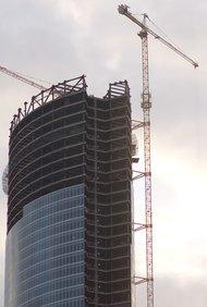 Este proyecto debe incluir las especificaciones del código de construcción en el plan.