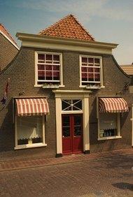 Los pequeños negocios locales están involucrados con la comunidad.