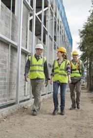 Los trabajadores de la construcción trabajan en base a contratos.