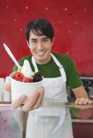 Sirve una amplia variedad de gustos de yogur a tus clientes.