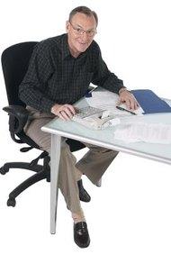 Los contadores se basan tanto en el papel, lápiz y calculadora como en computadoras.