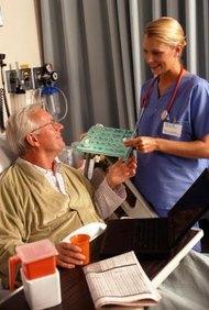 Si estás dispuesta a obtener la certificación, puedes conseguir un lucrativo trabajo nocturno de medio tiempo como enfermera.