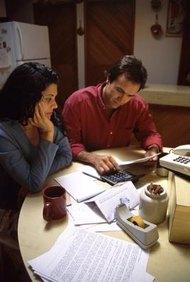 Los empleados exentos no reciben pago por horas extras, mientras que los empleados no exentos sí.