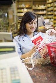 El margen de beneficio del supermercado.