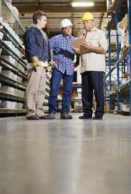 La amortiguación se utiliza en la fabricación para compensar las variaciones en el proceso de producción.