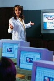 Las enfermeras registradas pueden entrar en el campo de trabajo, ya sea como una asociada o con una licenciatura.