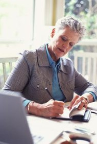 Tienes que supervisar los gastos mensuales de tu negocio para poder mantenerte en el mercado.