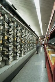 El gran volumen de cartas y paquetes durante las vacaciones de invierno a menudo requieren ayuda extra.