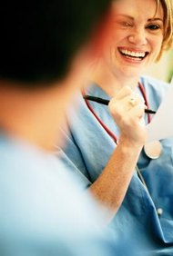 Los programas para enfermeras vocacionales con licencia ofrecen un ingreso rápido al sistema de salud.