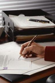 El membrete de una empresa se encuentra en el papel que se utiliza para imprimir cartas y otros documentos de esta.