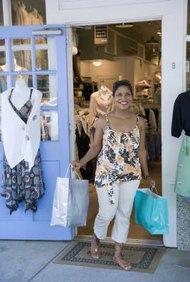 Las boutiques de ropa cumplen un nicho para los clientes con muestras y mercancía interesante.
