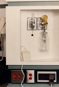 Los técnicos de atención al paciente de diálisis son entrenados para operar equipo de diálisis.