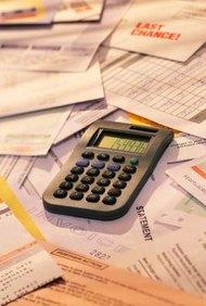 Puedes calcular los ingresos netos de las ganancias retenidas y los dividendos.