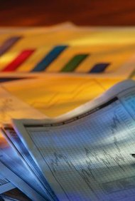 La declaración de pérdidas y ganancias y la hoja de balance son reportes financieros de compañías.