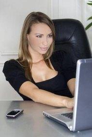 Obtén una cuenta comercial de tu banco para aceptar órdenes con tarjeta de crédito.