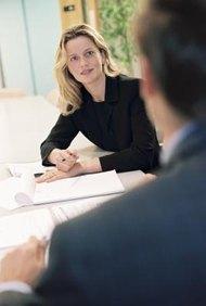 Discute sobre tus experiencias de trabajo en una entrevista de trabajo.