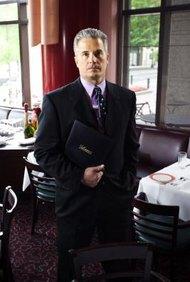 Los gerentes de restaurantes son pagados para mejorar las ventas y el tráfico de clientes en sus unidades.