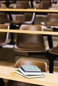 Existe ayuda financiera disponible para los estudiantes que desean trabajar para organizaciones sin fines lucro.