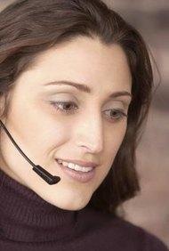 Quienes trabajan en telemarketing interactuan directamente con los consumidores.