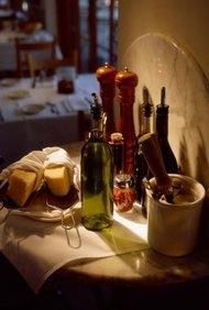Las operaciones, mercadotecnia y administración efectivas mejoran la rentabilidad de un restaurante pequeño.