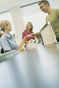 Para entender mejor cuál es el rol del departamento de compras, considera algunas de las funciones que realiza.