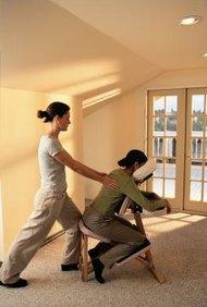 La silla de masajes es una opción de masajes móvil y versátil.