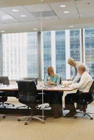 Trabajar en la comodidad del aire acondicionado es típico del ambiente de oficina.