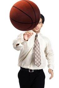 Usa tu licenciatura en gestión deportiva y título de administración de empresas para hacer carrera en un equipo deportivo o universidad.