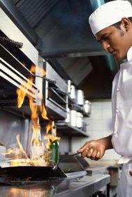 Diferentes tipos de cocineros ganan salarios considerablemente diferentes.