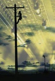 Los hombres de línea son ejemplos de trabajadores en telecomunicaciones de alta tecnología.