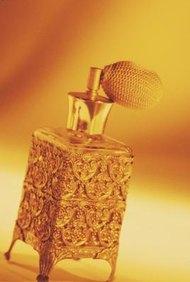Personas de todo el mundo viajan a Grasse, Francia, para aprender el arte de la perfumnería.