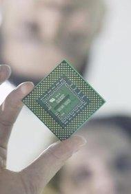 Algunos procesadores tienen multiplicadores ajustables, lo que te permite cambiar la frecuencia interna sin cambiar la frecuencia externa.