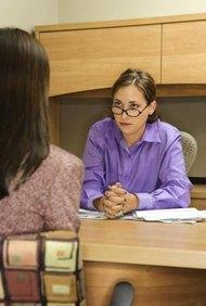 Entrega tu carta de renuncia después de discutir el asunto con tu jefe.