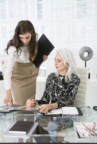 Las asistentes ejecutivas manejan los complejos horarios de los CEOs.