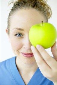 Los científicos nutricionales te ayudan a aprender qué alimentos proporcionan la mejor nutrición.