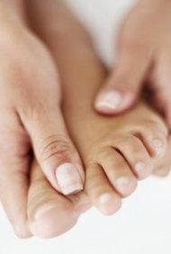 Los fisioterapeutas enseñan a los pacientes técnicas de estiramiento de las articulaciones para prevenir la artritis.