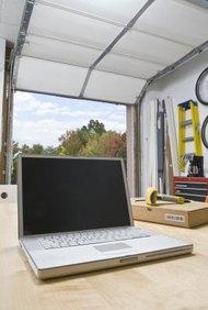 Puedes utilizar tu computadora portátil para controlar las imágenes y el sonido procedente de tu televisor al conectarlos usando un cable compatible.