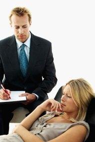 Los psiquiatras son doctores que trabajan con gente que sufre de enfermedades mentales.