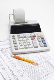 Los especialistas en impuestos incluyen contadores públicos certificados, agentes registrados del IRS (Servicio de Rentas Internas), planificadores financieros y asesores fiscales.