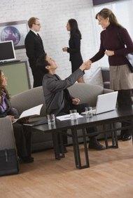 Da críticas constructivas a tus empleados para que el trabajo se realice de forma correcta y adecuada.