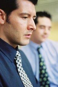 Los empleados que toman decisiones por sí mismos muchas veces enfrentan dilemas éticos.