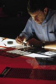 Las herramientas de un diseñador gráfico ayudan a poner las ideas abstractas en papel.