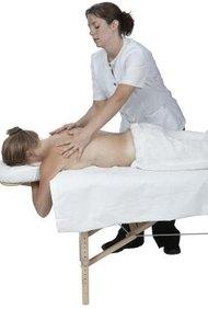 Un masajista terapéutico necesita aptitudes sociales, emocionales y físicas.