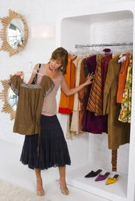 Los minoristas son intermediarios de la comercialización de donde los consumidores compran productos directamente.