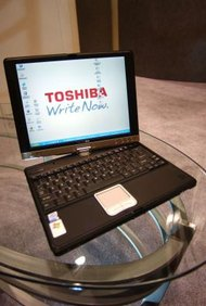 Toshiba produce una gran variedad de computadoras portátiles, incluyendo un modelo con pantalla giratoria.