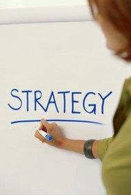Una pequeña empresa puede decidir orientarse al producto o al mercado.