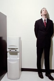 Respeta a tus colegas manteniendo el refrigerador del lugar de trabajo limpio.